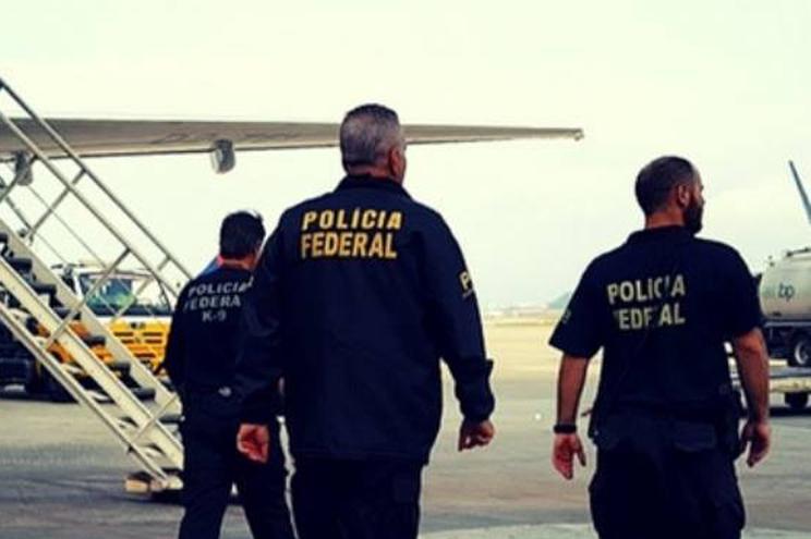 Os dois detidos, naturais do estado brasileiro do Ceará, foram indiciados por tráfico internacional de