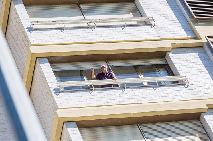 Moradores do prédio Coutinho resistem ao sexto dia com água e comida racionadas