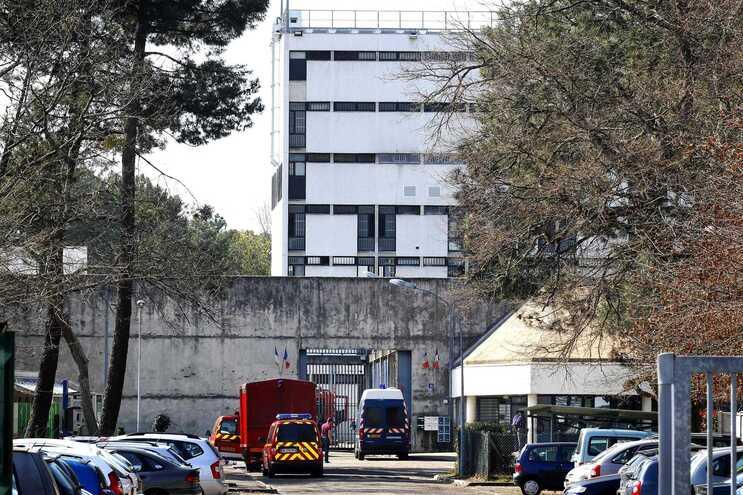 Prisão de Gradignan, onde o suspeito se encontra preso preventivamente
