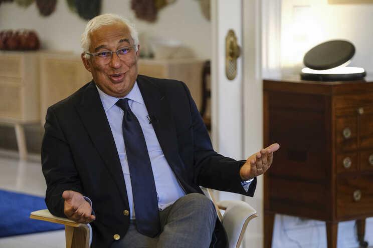 Primeiro-ministro entrevistado na residência oficial em São Bento