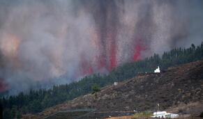 Lava abundante preocupa moradores em La Palma