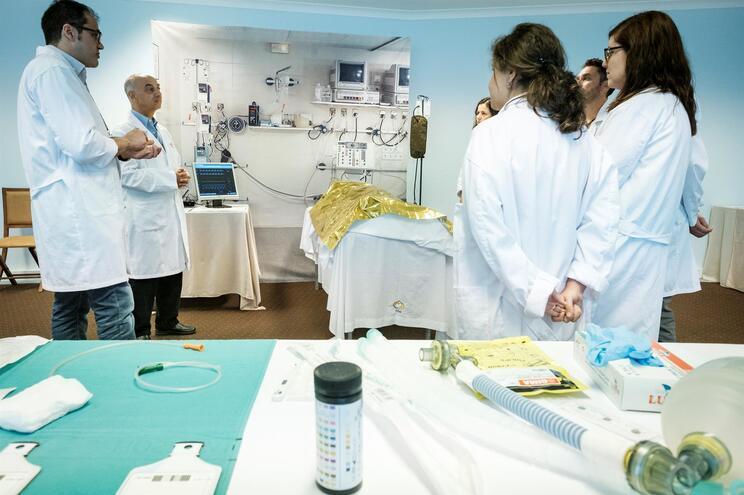 No próximo ano, 2700 médicos internos serão desviados para trabalhar no combate à covid-19