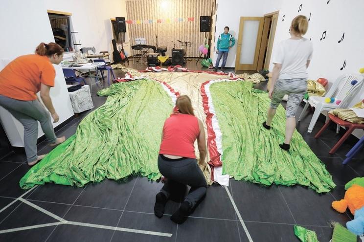 Peça está a ser desenvolvida por voluntários, incluindo costureiras, há cerca de um mês