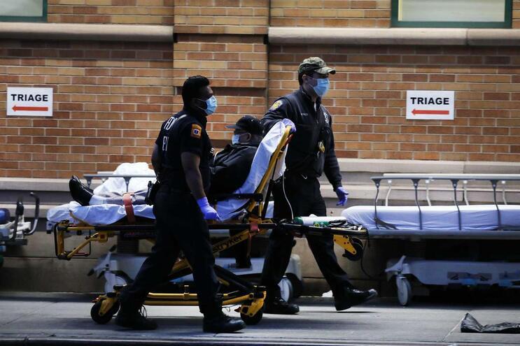 Desde o início da pandemia nos Estados Unidos já morreram quase seis mil pessoas