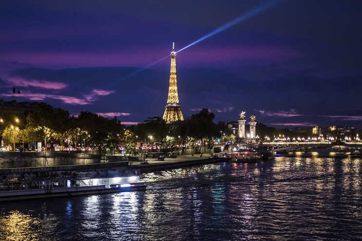 França inicia segundo confinamento nacional devido à pandemia