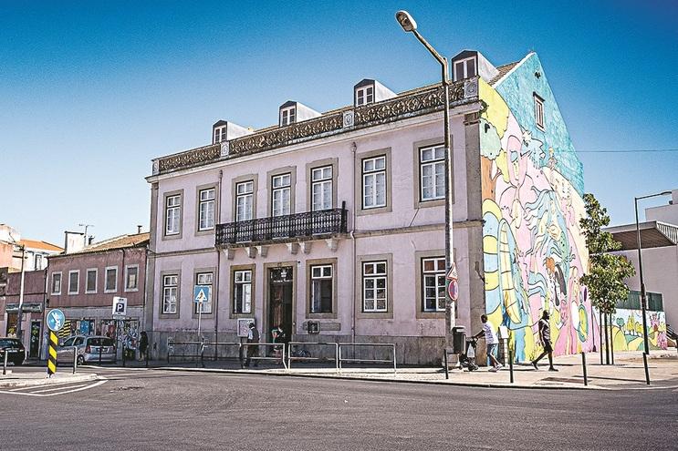 Escola Básica Natália Correia é a que fica mais longe do prédio - a 105 metros