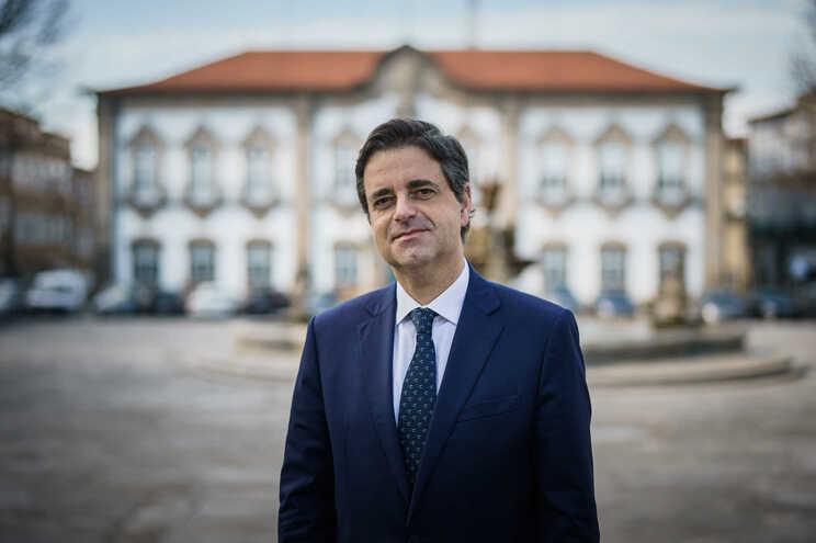 Presidente do município minhoto dispensa compromissos para redução da carga fiscal