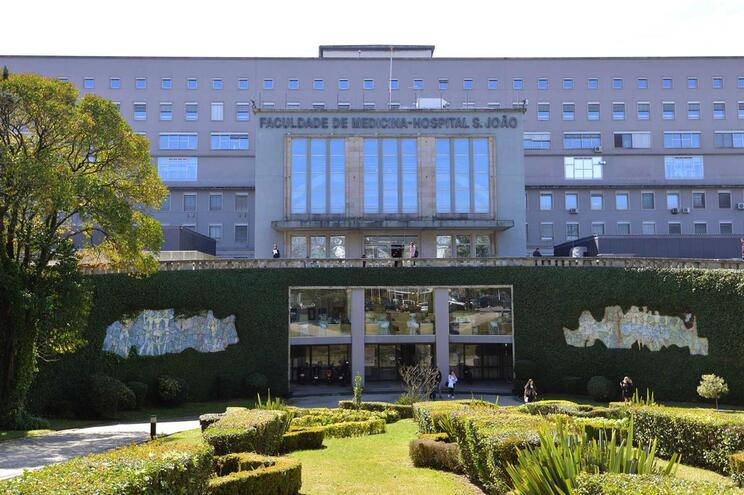 Detetados três doentes com sarna no S. João e há profissionais infetados
