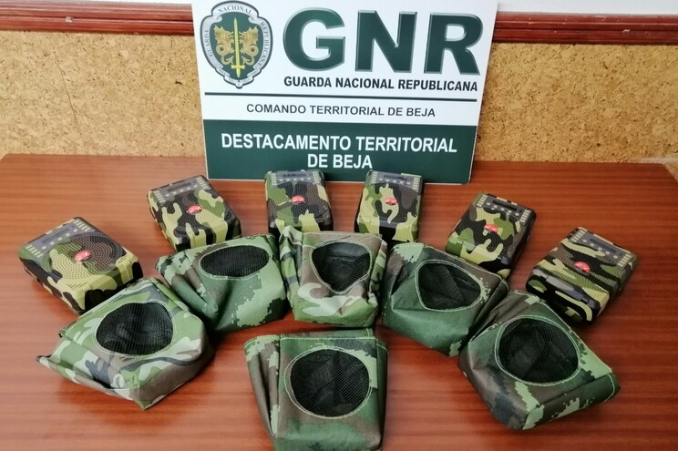 GNR apreende rádios ilegais para espantar pássaros