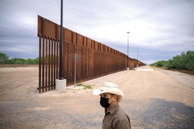 Trabalhos de construção do muro na fronteira com o México foram suspensos