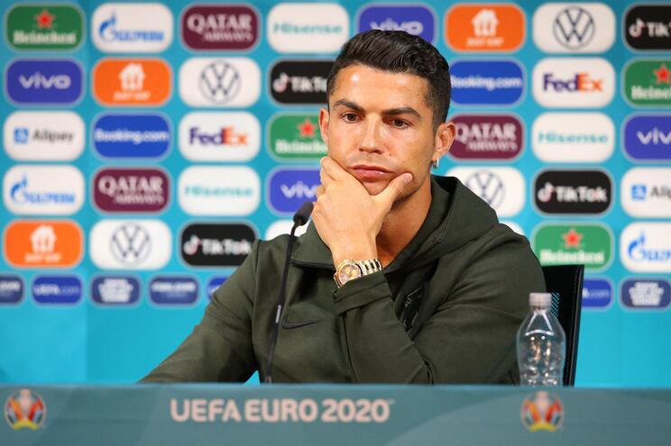 Ronaldo acompanhou Fernando Santos na conferência de pré-jogo contra a Hungria