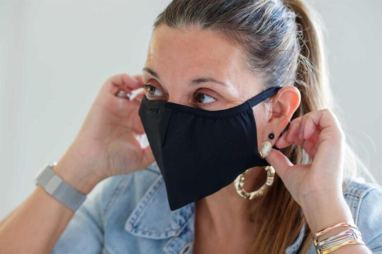 A utilização de máscara é uma medida complementar das 3 regras fundamentais que devem gerir a nossa vida