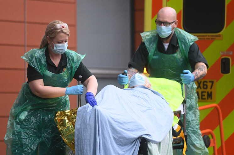 Reino Unido ultrapassa as 100 mil mortes desde o início da pandemia