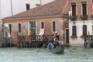 Gôndolas voltam ao Grande Canal de Veneza apesar da ausência de turistas