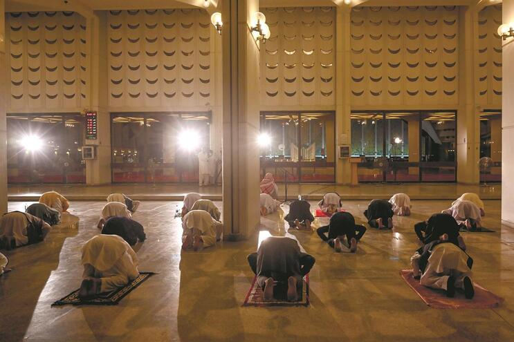 Quando as mesquitas reabrirem, os fiéis terão de ser menos e usar máscaras