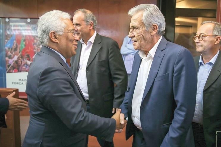 António Costa procura garantir que PCP viabiliza OE para prosseguir negociação na especialidade