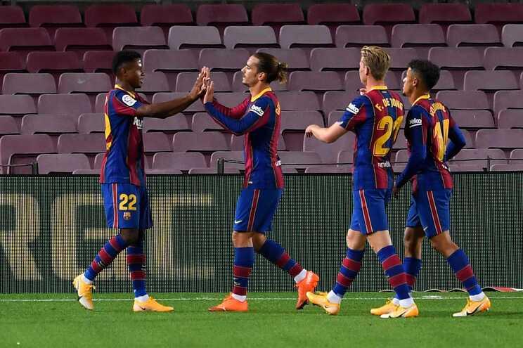 O Barcelona goleou este domingo