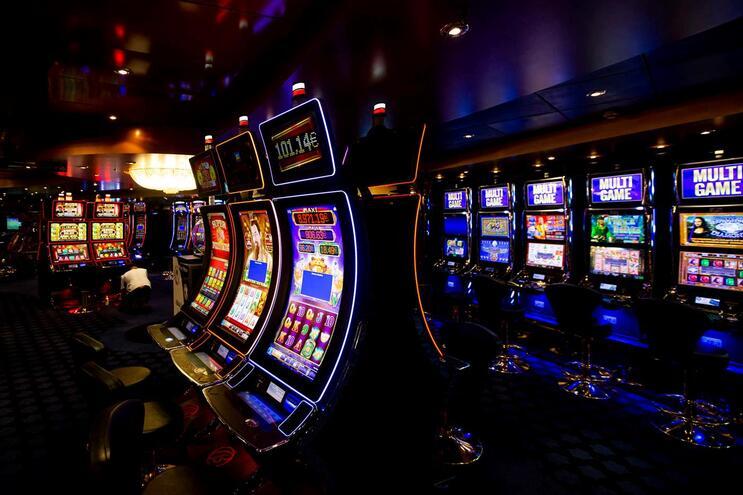 Uma análise mais pormenorizada aos números do SRIJ permite perceber que as máquinas de jogo (slot machines)