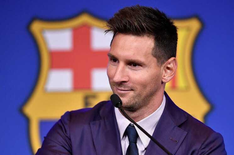Messi deverá assinar contrato com o PSG esta terça-feira