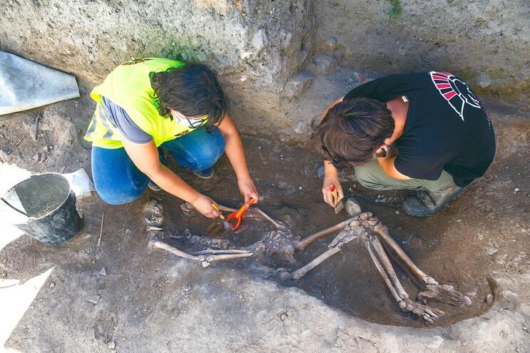 Ossadas de militares de Napoleão foram encontradas por arqueólogos no restauro de uma casa na Rua de