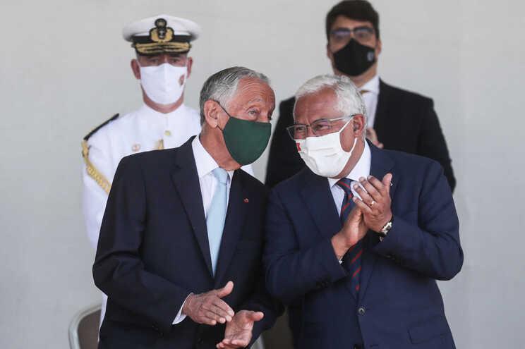 O Presidente da República, Marcelo Rebelo de Sousa, conversa com o primeiro-ministro António Costa
