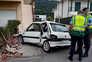 Jovem, que guiava um automóvel sem ter acabado de tirar a carta de condução, despistou-se contra um muro
