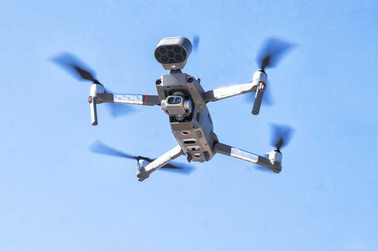 Voos perigosos com drones escapam a coimas por falta de regras