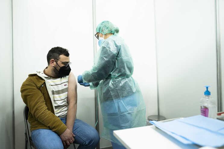 Pedro Cepeda, professor de 39 anos. Entre a espera e a vacinação demorou cinco minutos