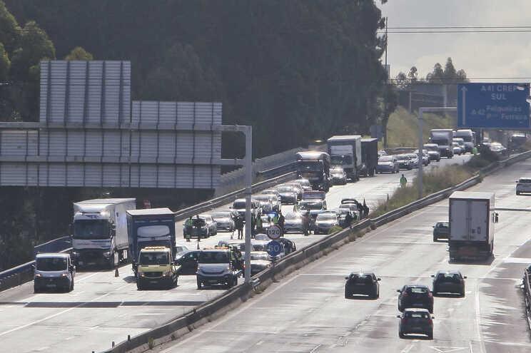 Nos primeiros quatro meses do ano, registaram-se menos acidentes mas aumentou a criminalidade rodoviária