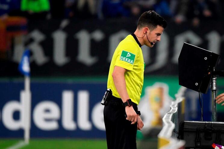 Estará o VAR a acabar com a emoção no futebol?