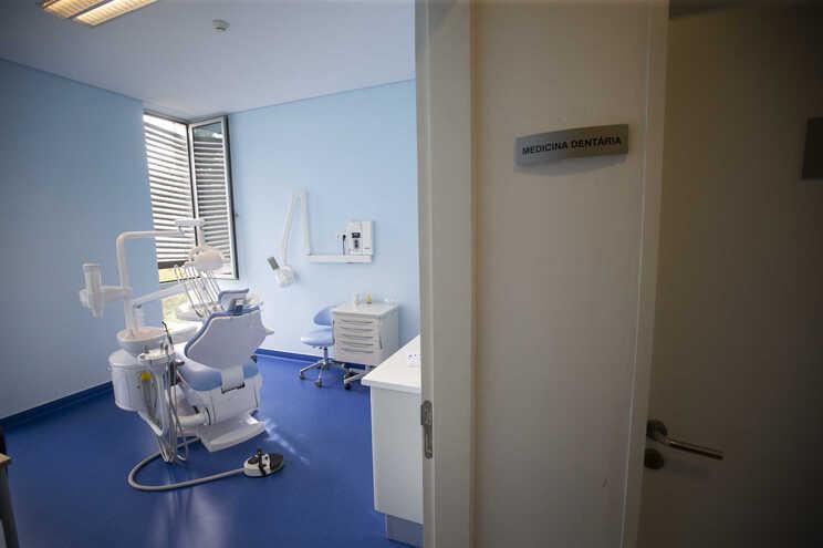 O número de dentistas mantém-se em contínuo crescimento, ainda que tenha desacelerado entre 2019 e 2020