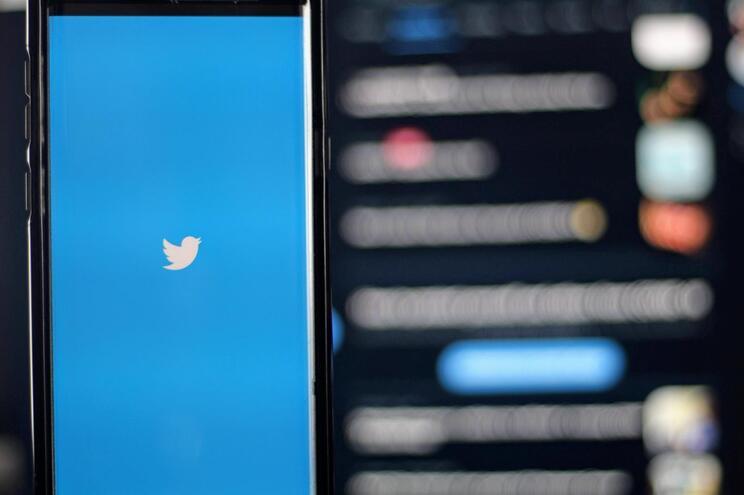 Rússia prolonga desaceleração de Twitter e ameaça YouTube e Facebook