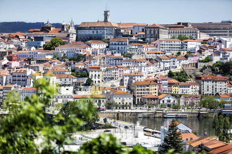 Pedidos de redução de renda por estudantes de Coimbra aumentam com confinamento