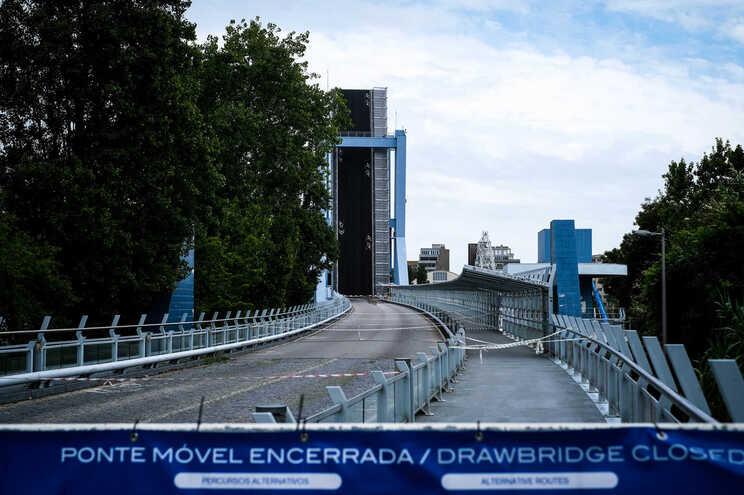 Ponte construída há 14 anos já avariou quatro vezes