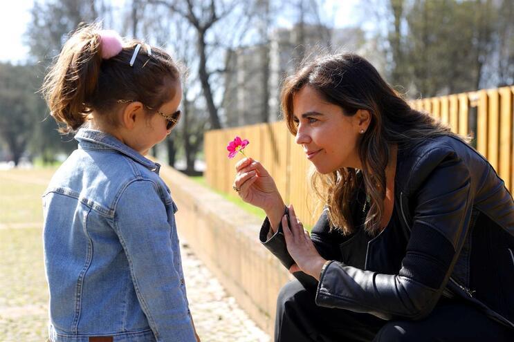 """Margarida Portugal engravidou aos 42 anos e desde então soube que ia ser mãe """"sem muletas"""""""