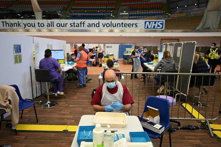 Reino Unido alcançará imunidade de grupo na próxima semana