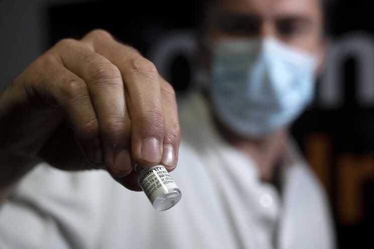 Antecipada entrega de 10 milhões de doses da vacina da Pfizer