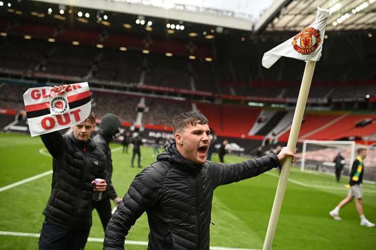 Adeptos do Manchester United invadiram Old Trafford