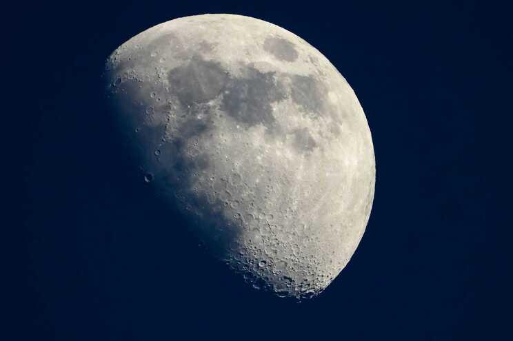A agência espacial dos EUA vai pagar 1 dólar à Lunar Outpost para recolher rególito lunar.