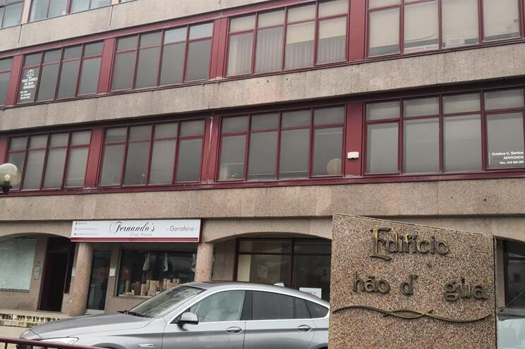 Escritórios assaltados estão situados no edifício Chão de Água