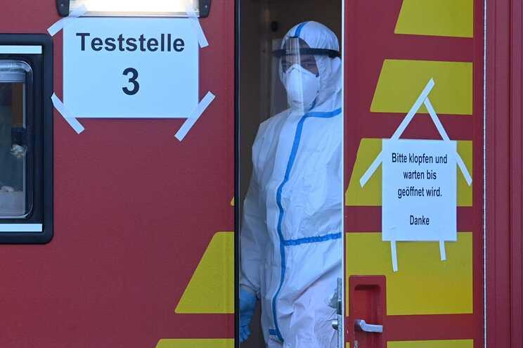 Posto de testagem à covid na fronteira entre a Alemanha e a Áustria