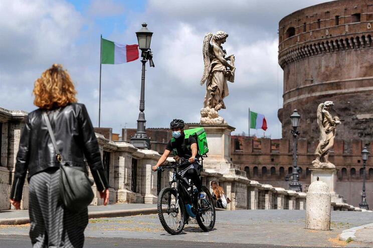 Em Itália 203.591 pessoas foram infetadas com o SARS-CoV-2, 27.682 das quais morreram