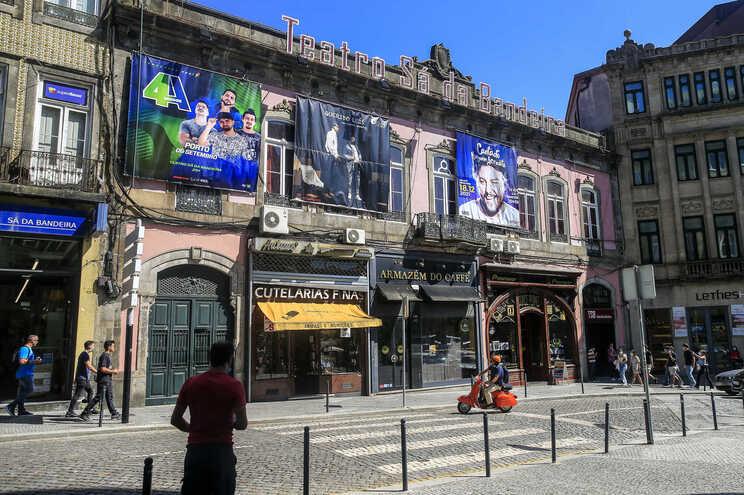 As prometidas obras de conservação e restauro do Teatro Sá da Bandeira ainda não avançaram devido ao