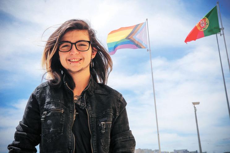 """Tiago Gomes, 22 anos, nasceu com um corpo de mulher que sentia como uma """"prisão"""". Hoje está integrado"""