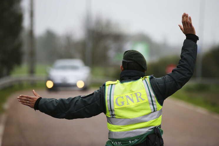 """Ocupantes do veículo """"não obedeceram à ordem de paragem"""""""