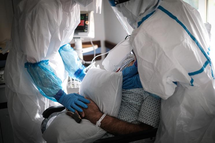 Há 129 doentes com covid-19 em cuidados intensivos