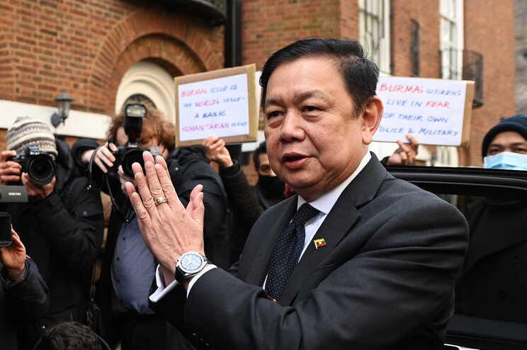 O embaixador birmanês no Reino Unido, Kyaw Zwar Minn