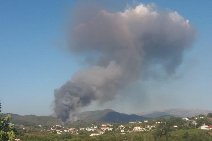 Dominado incêndio em Cabeceiras de Basto que ameaçou casas