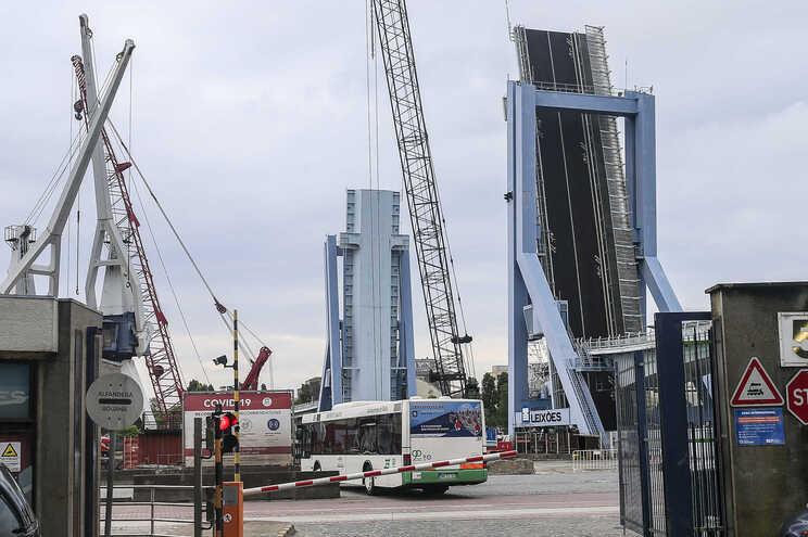 O fecho da ponte à circulação ocorre entre as 00.00 e as 6 horas dos quatro dias em causa