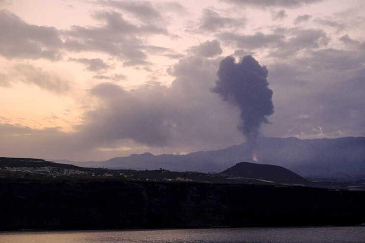 As duas erupções anteriores em La Palma tiveram lugar em 1971 e 1949 e causaram um total de três mortes